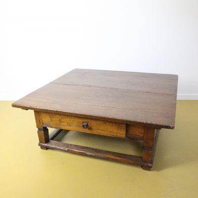 Oostenrijkse betaaltafel - salontafel
