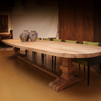 Oud eiken ovale vergadertafel