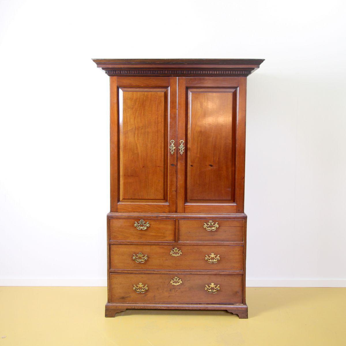 Engels 19de eeuws kabinet