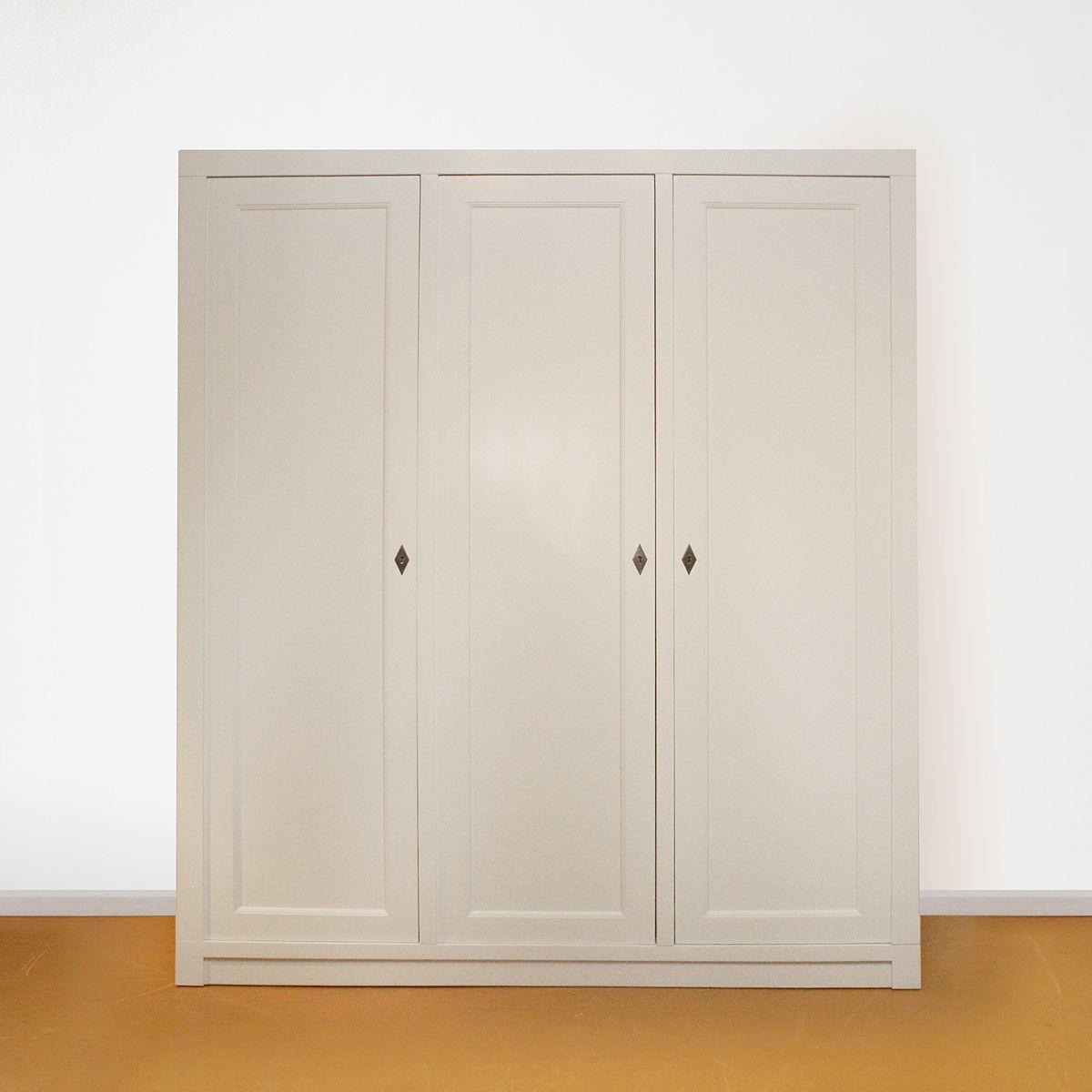 Linnenkast drie-deurs strak