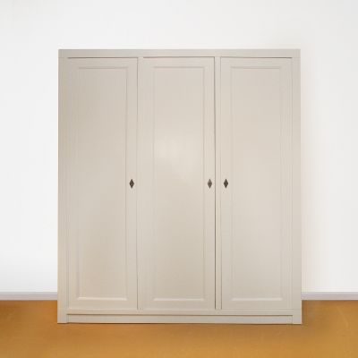 Linnenkast op maat drie-deurs strak