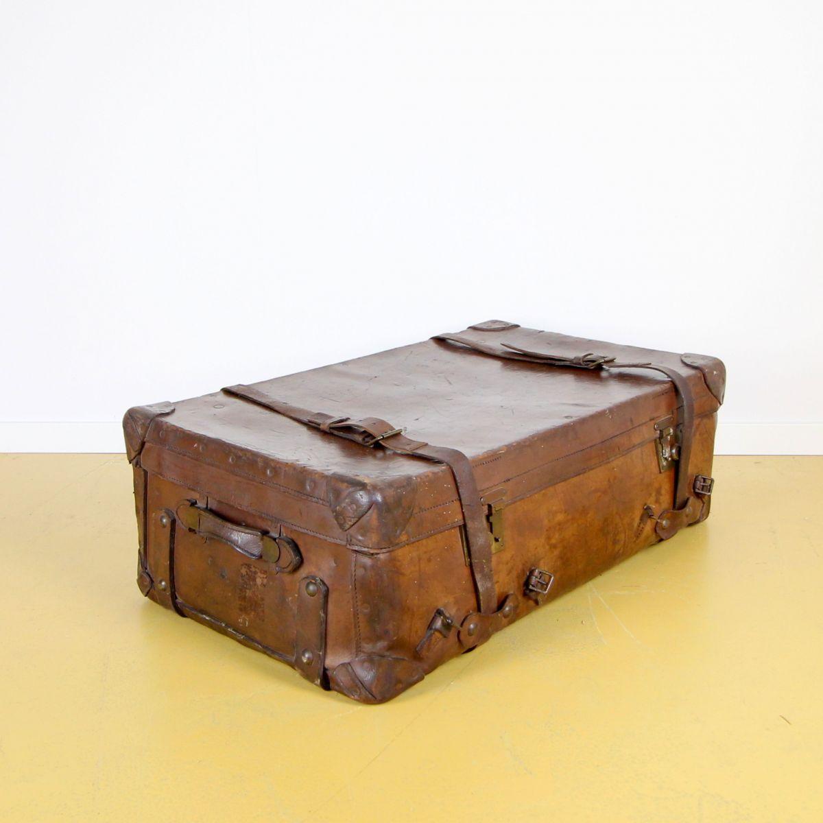 Oude tuiglederen reiskoffer