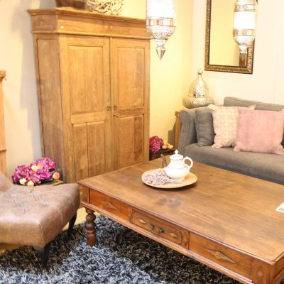 Oude teakhouten meubelen